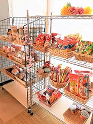 地域交流スペース ミニ売店 カップ麺・お菓子味噌汁・雑貨類